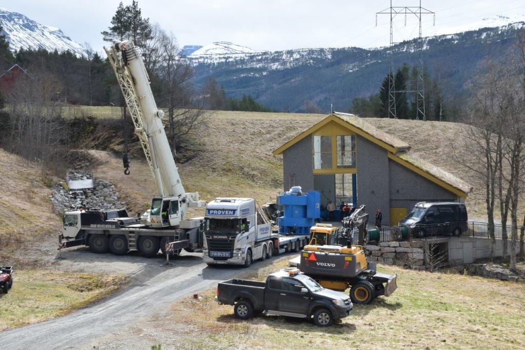 23 tonn veg turbinen til Råssåfoss kraftverk. Med list og lempe kom den på plass igjen.  Foto: Jon Olav Ørsal