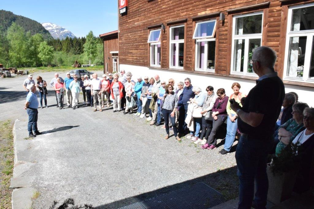 Klar for innrykk på gammelfabrikken.  John Moe var med som kjentmann i Todalen.  Foto: Jon Olav Ørsal