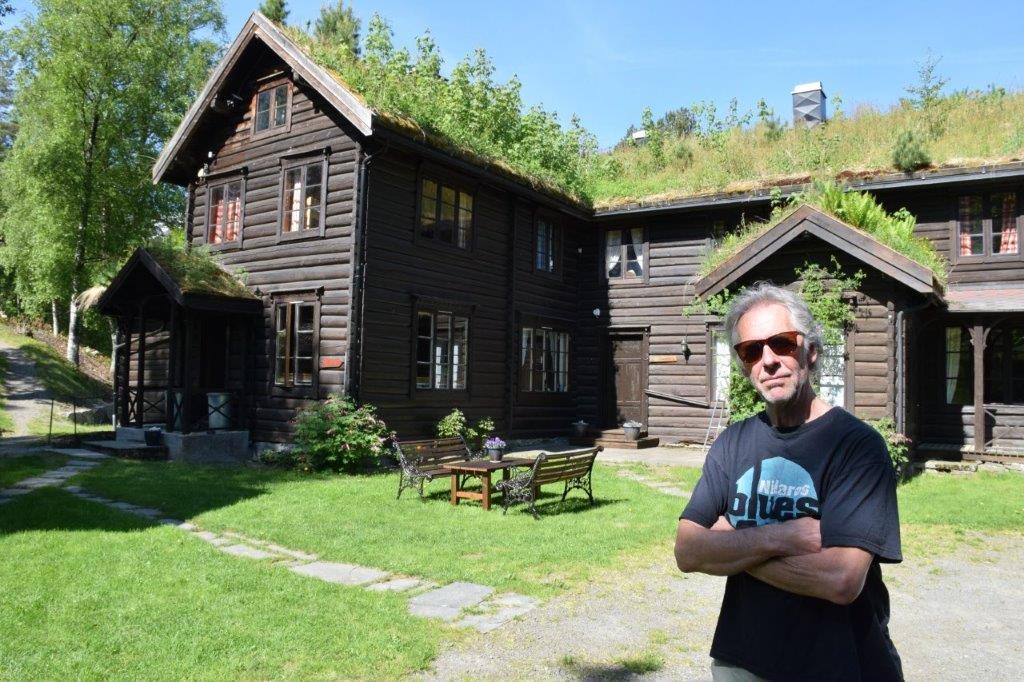 Drengen er alt komen på plass - Todalshytta opnar 15. juni.  Terje Kristiansen trives godt i Todalen.  Foto: Jon Olav Ørsal
