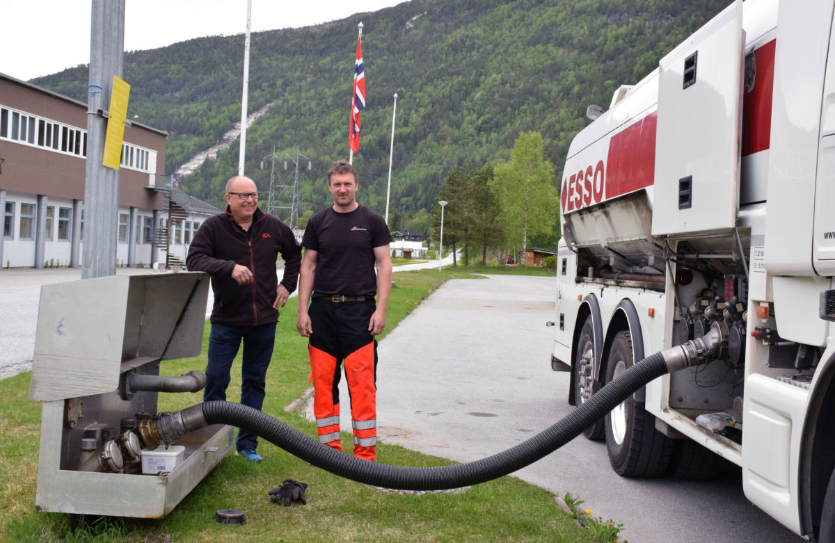 Trondheimsturen for å hente drivstoff er unnagjort - Terje Nordvik og Rune Mogstad.  Foto. Jon Olav Ørsal
