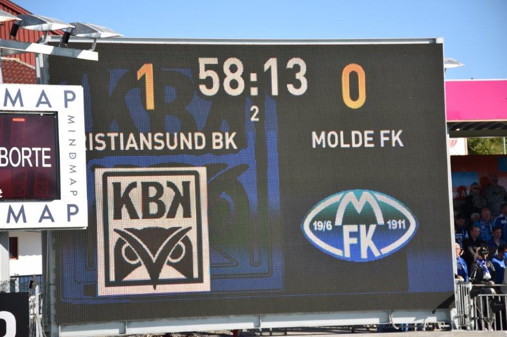 Tidleg i 2.-omgangen kom det vanskelege 1.-målet og dermed var eigentleg kampen avgjort.  Foto: Jon Olav Ørsal
