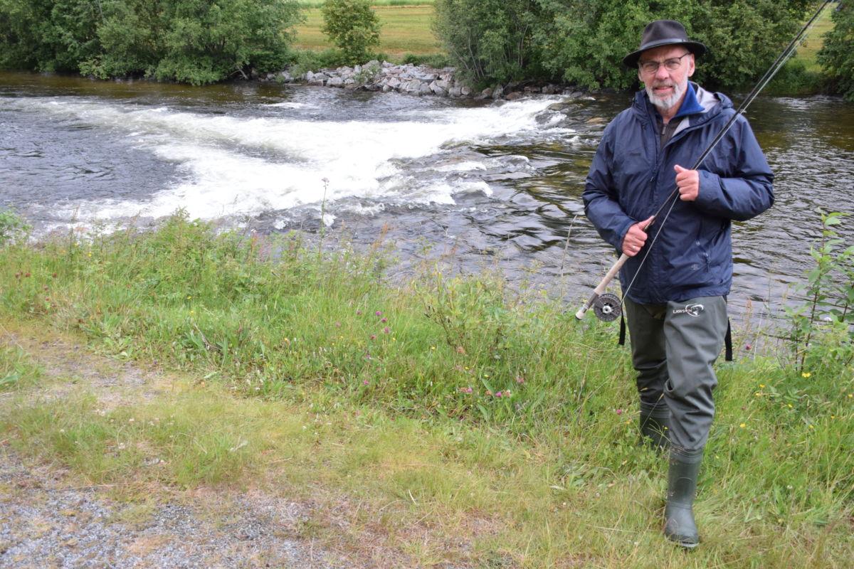 Fin vassføring i Toåa akkurat no tykte Johan Nygaard som fiska i Raudåhølen Foto: Jon Olav Ørsal