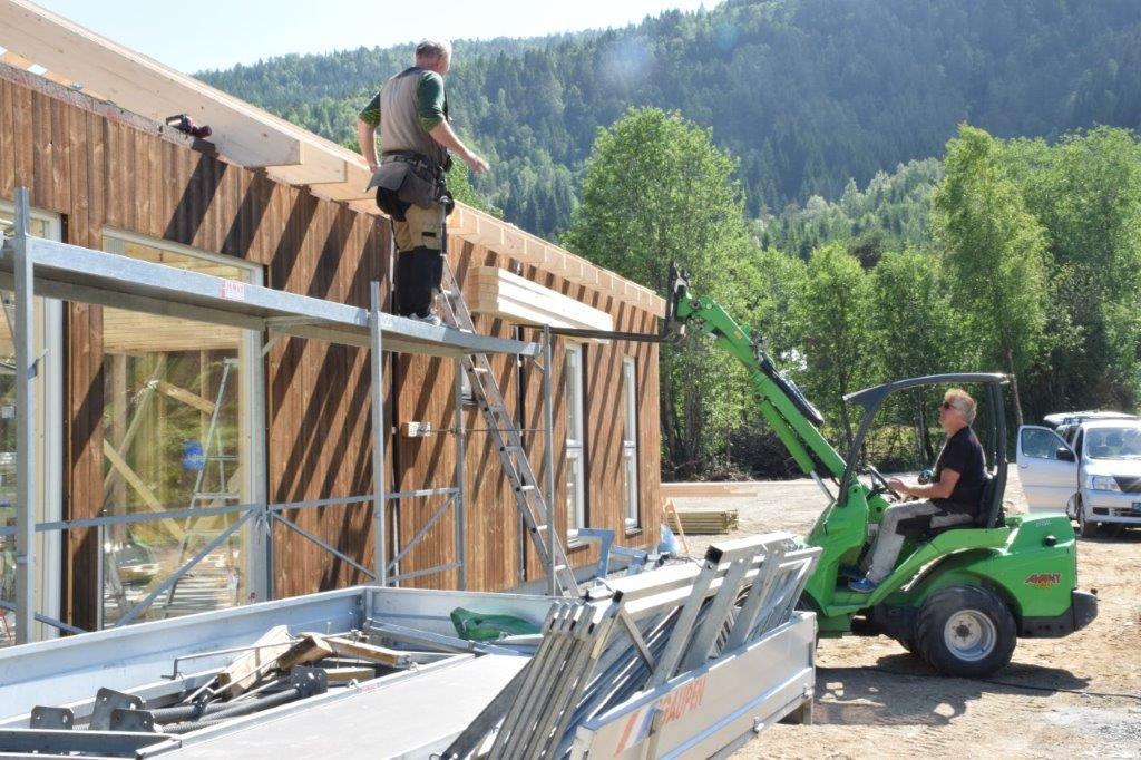 Snart ferdigmontert hus på Asphaugen, hos Ivar Hyldbakk.  Foto: Jon Olav Ørsal