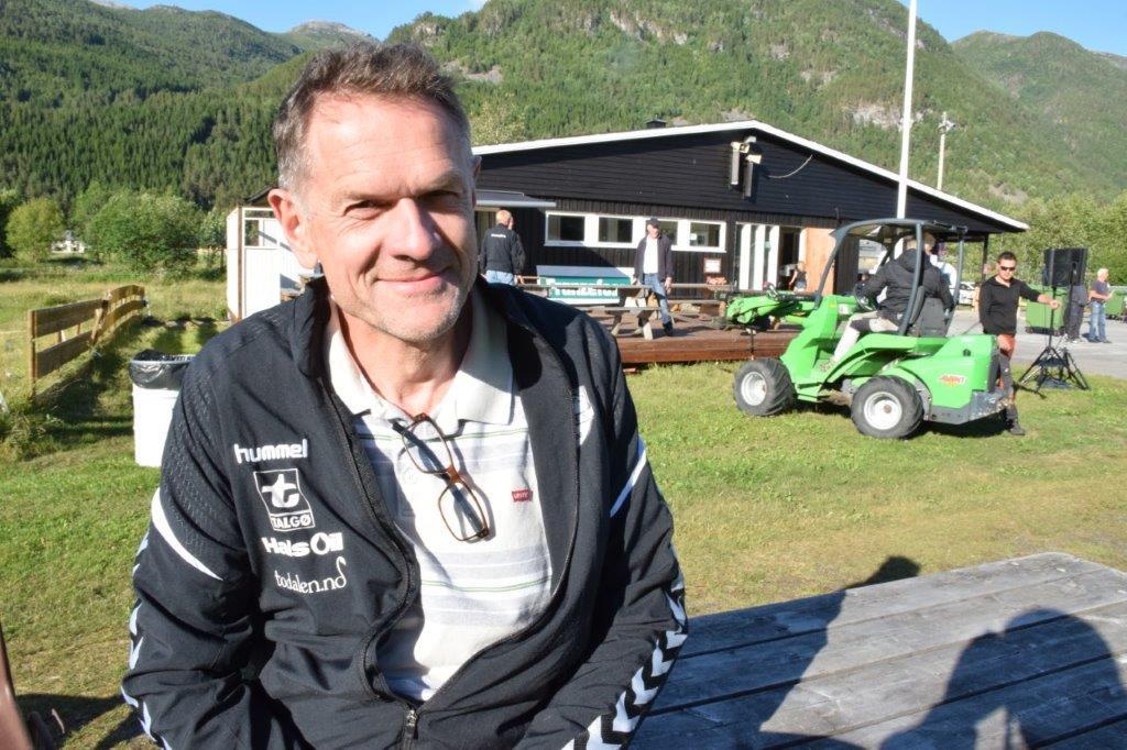 Nils Ove er imponert over dugnadsinnsatsen i samband med Todalsdagen.  Foto: Jon Olav Ørsal
