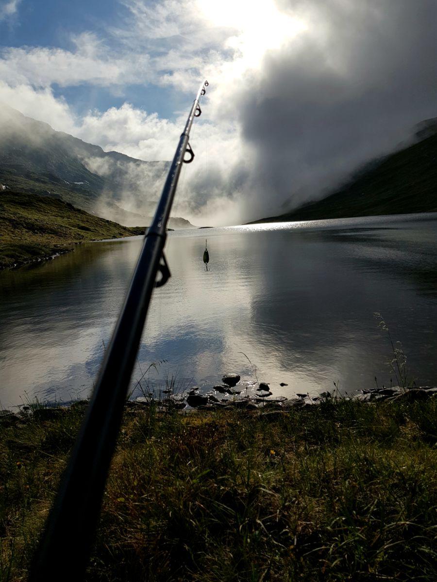 Fisking i Trollheimen blei vinnar av månadens bilete