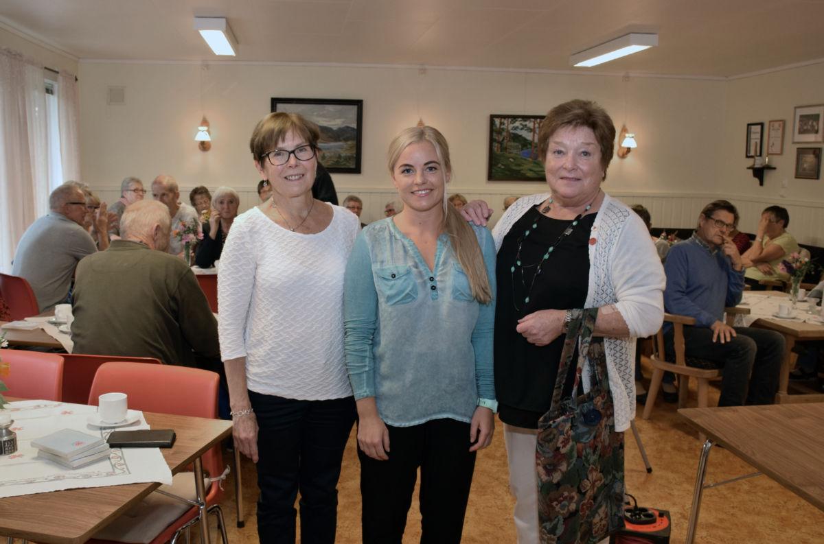 Ingrid Kvendset Hagen var foredagshaldar - her flankert av prosjektleiar Dordi Jorunn halle og leiar Maren Ansnes.  Foto: Jon Olav Ørsal