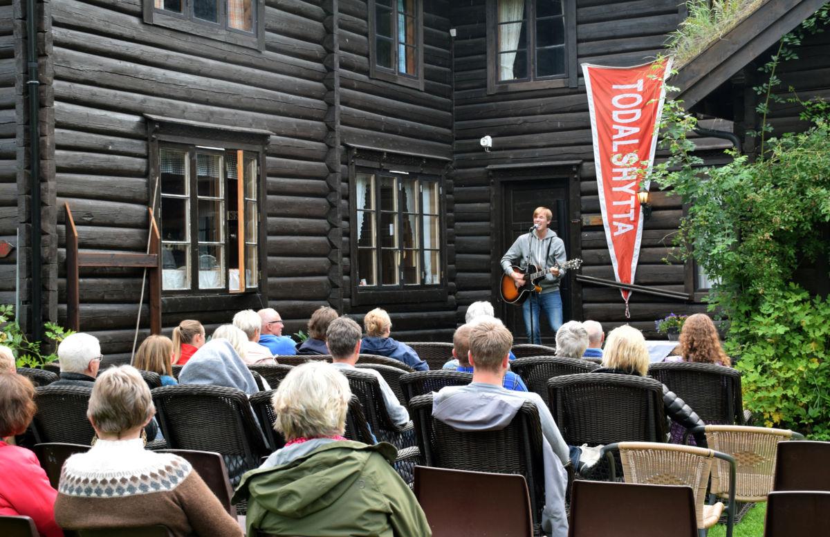 Jo Sverre hadde konsert på Todalshytta fredags kveld.  Foto: Jon Olav Ørsal