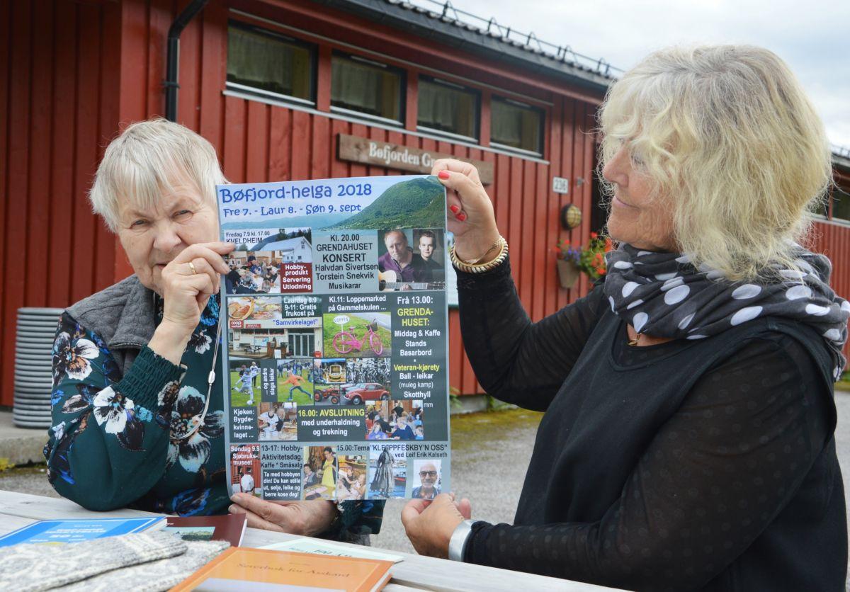Ragnhild Skrøvset (t.v.) og Inger Lise Heggem inviterer på vegner av  arrangørane Bøfjorden Historielag og Åsskard Bygdekvinnelag.