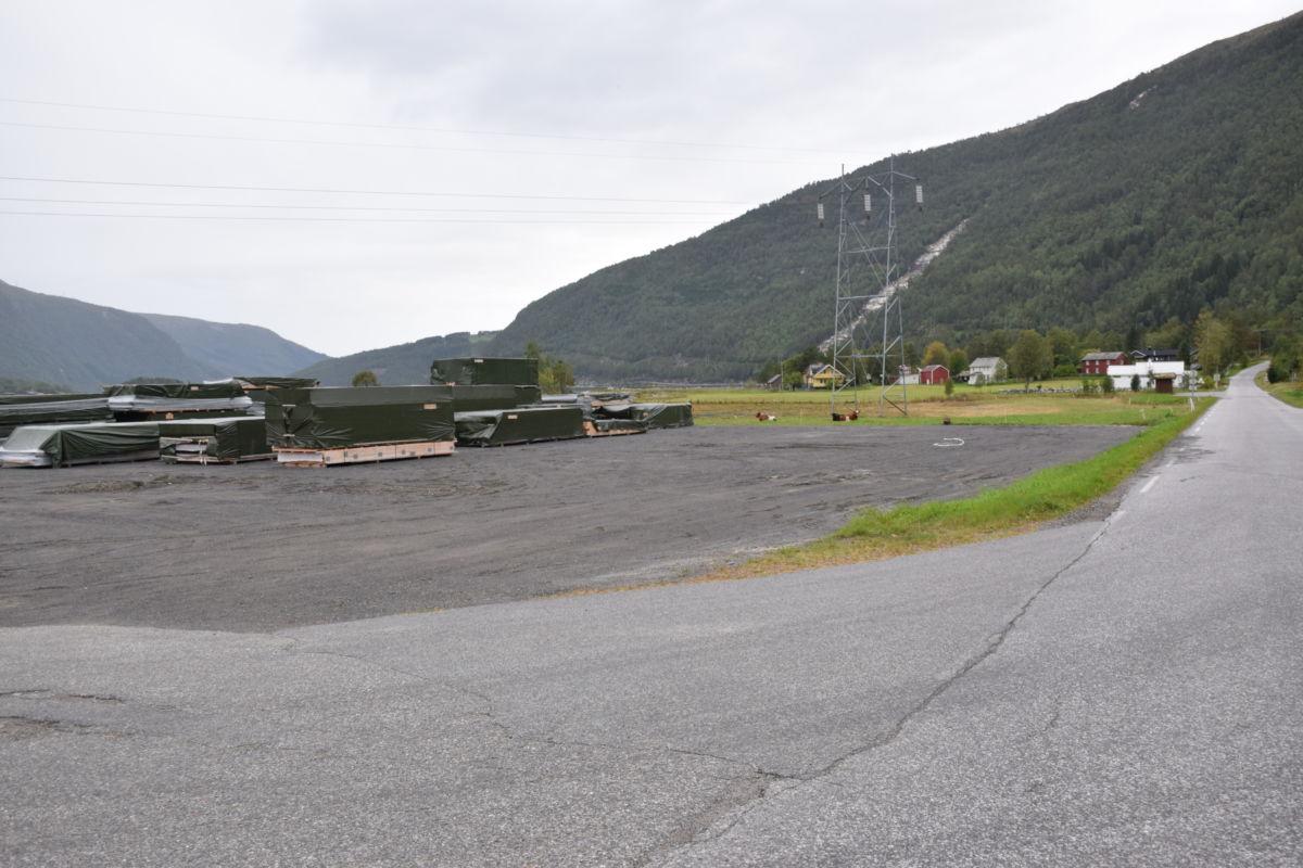 Reguleringsplana omfattar området nordvest for dagens fabrikkanlegg.  Foto: Jon Olav Ørsal