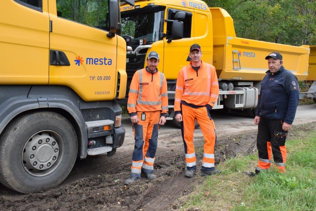 Har gjort jobben - Geir Magne Haugen og  Svenn Smevoll frå Mesta og Jan Gunnar Andersen frå Mikkelsen Maskin.  Foto: Jon Olav Ørsal
