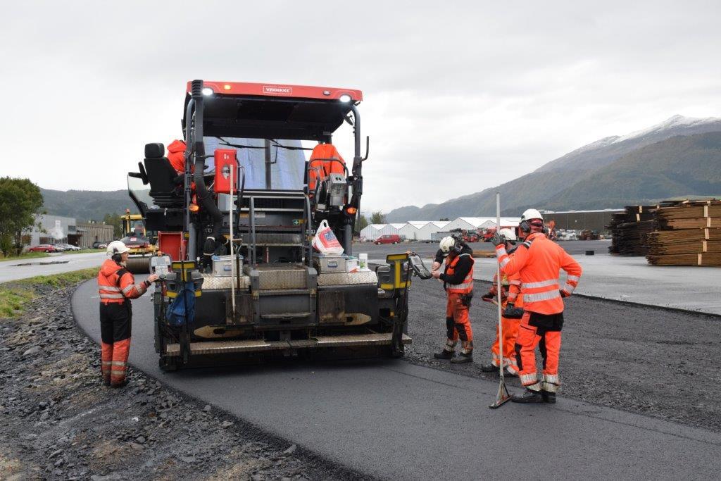 12.000 m2 - eller 12 dekar om du vil, skal asfaltast på Talgø MøreTre i denne omgang.  Foto: Jon Olav Ørsal