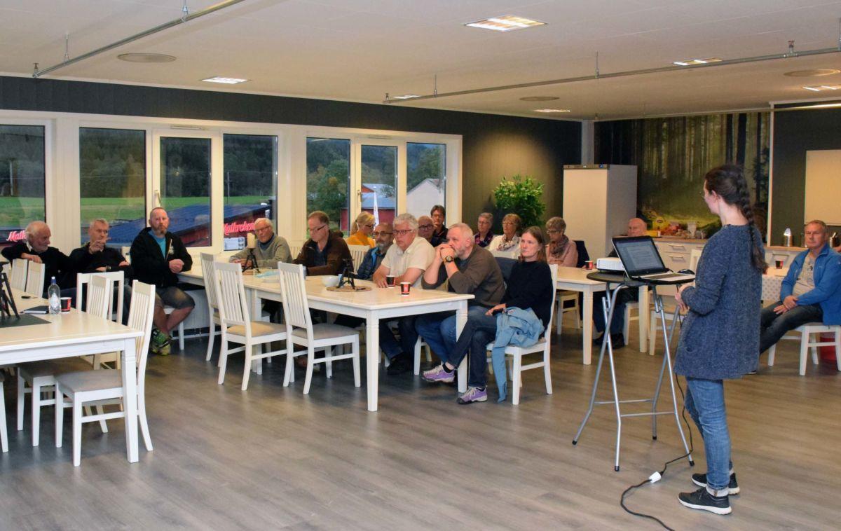 No startar arbeidet med reulerinsplana for Kvennsetøran - naboane var invitert til infomøte.  Foto: Jon Olav Ørsal