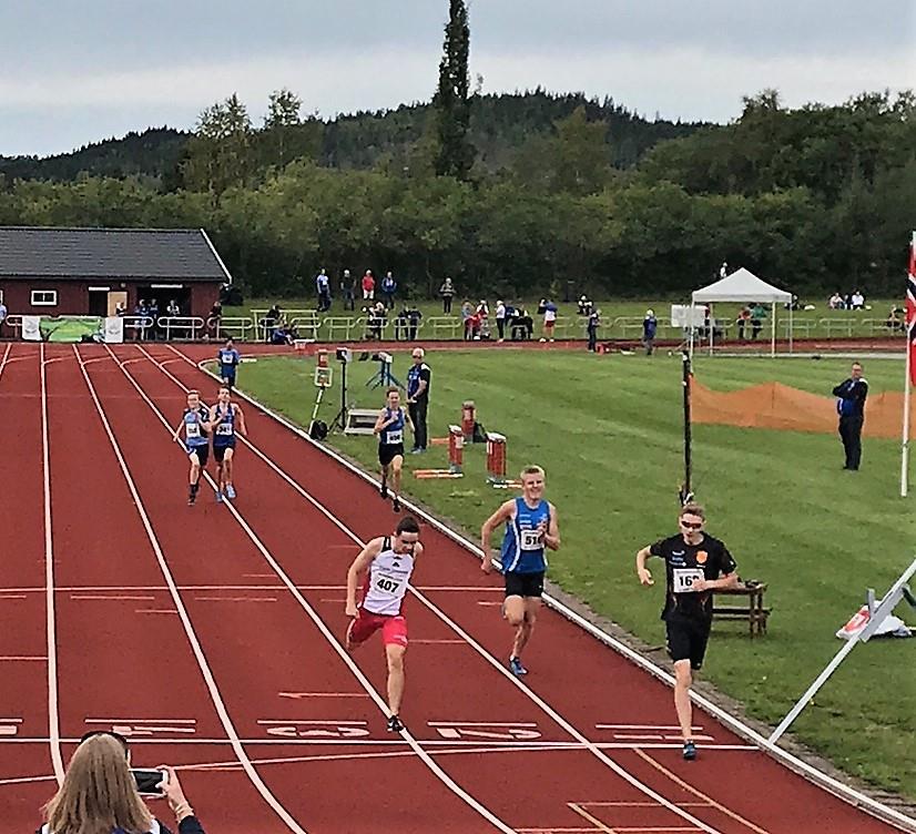 Etter en formiddabel spurt kom Erik På 2 plass i sitt første heat.  Foto: Tor Jarle Bolme