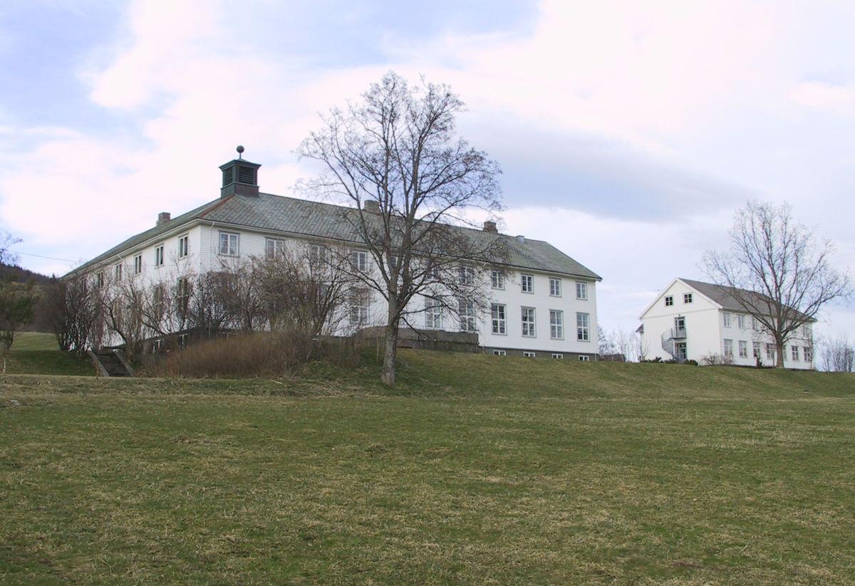 Nordmøre Husmorskul som seinare var Halsa Vidaregåande skole.  Arkivfoto fra 2004: Jon Olav Ørsal