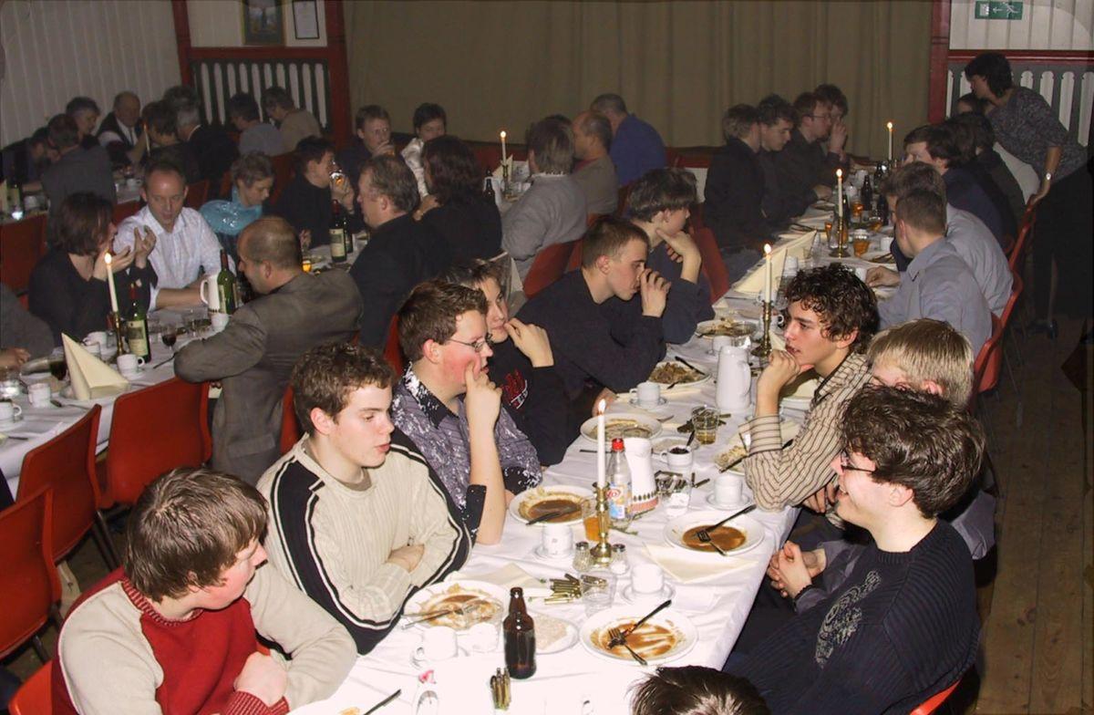 Illustrasjonsbilde frå Hjortfesta 2003 - da var det fullt hus!  Arkvifoto: Jon Olav Ørsal