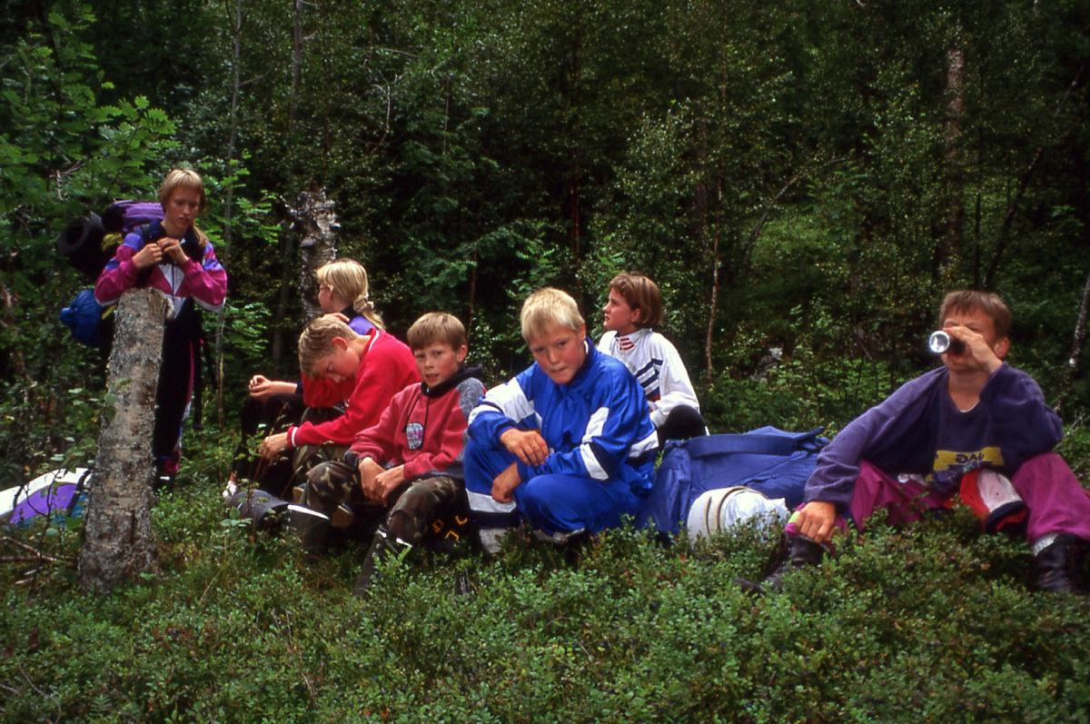 Klatregjengen har pause mellom øktene - frå venstre Ingvild, Siv, Arnstein, Jo, Rune, Åse Toril og Lars Olav.  Foto: Gunnar Nordvik.