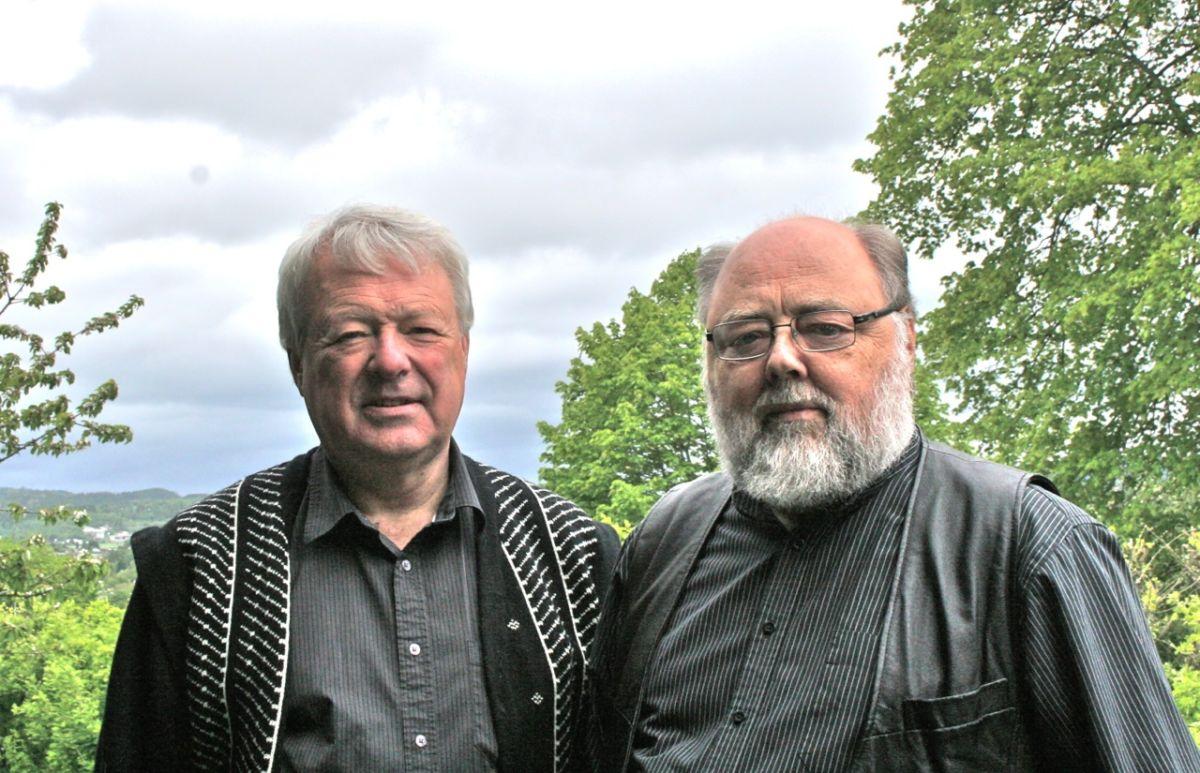 Songar Svein Volle og pianist Svein Gjære.  Foto: Normisjon.