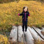 Hoppende  glad  for  høstferie  i  Todalen