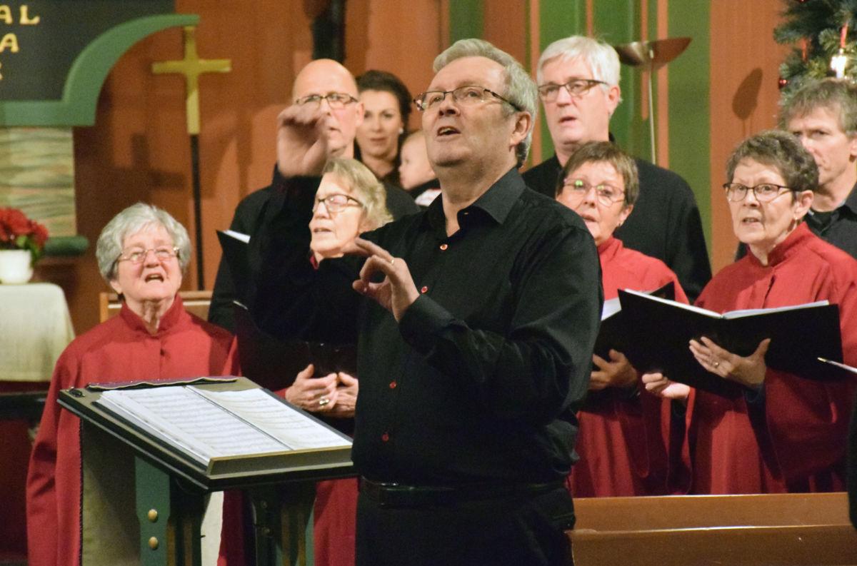 Det var ein fantastisk kveld med korsong, orgelmusikk og allsong - og dirigent Bernt Bøe var i storform.  Foto: Jon Olav Ørsal
