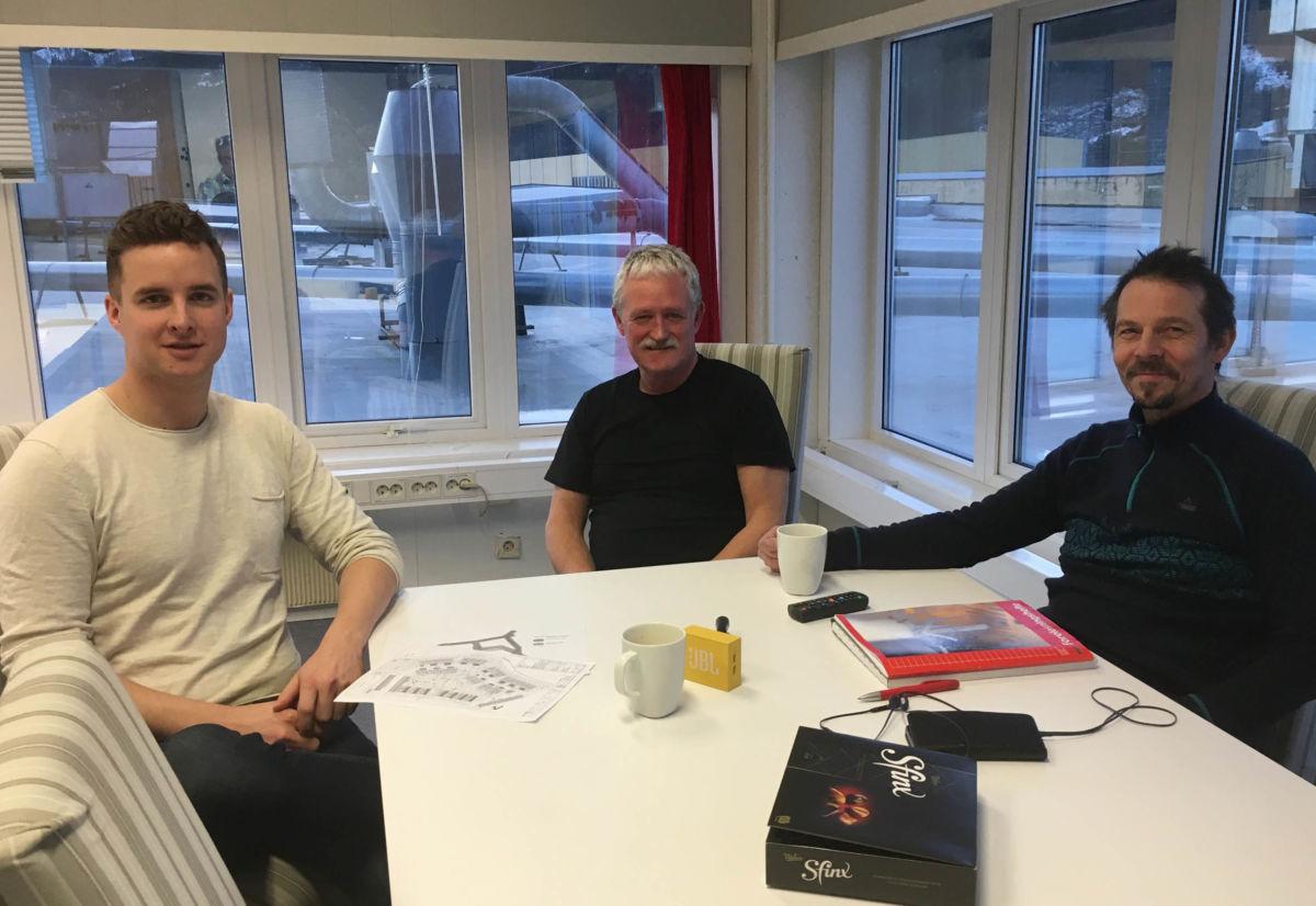 No tek vi ein velfortjent juleferie, seier Erling Talgø, Svein Løvik og Arve Ervik i Talgø MøreTre.  Foto: Jon Olav Ørsal