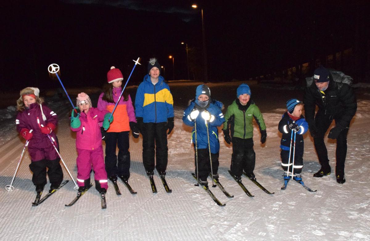 Det var stor treningsiver og borna kosa seg - sjølv om det var nokre kuldegrader så var det ingen som klaga.  Foto: Jon Olav Ørsal