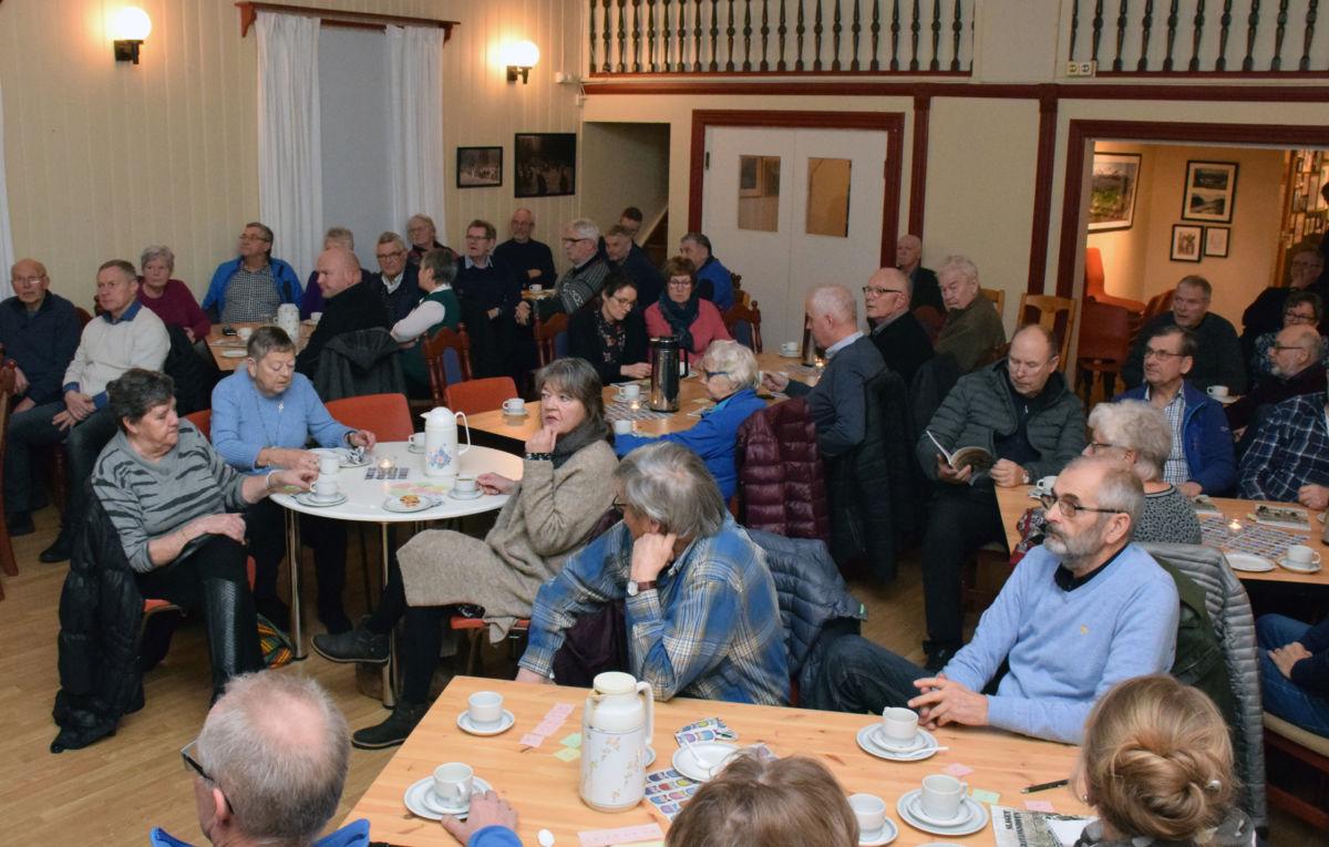 Det er stor interesse for historia i Todalen - kåseriet om Trønderbataljonen samla tilnærma fullt hus.  Foto: Jon Olav Ørsal