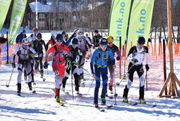 Fra fellesstarten i fjorårets renn på Kårvatn.  Foto: Jon Olav Ørsal
