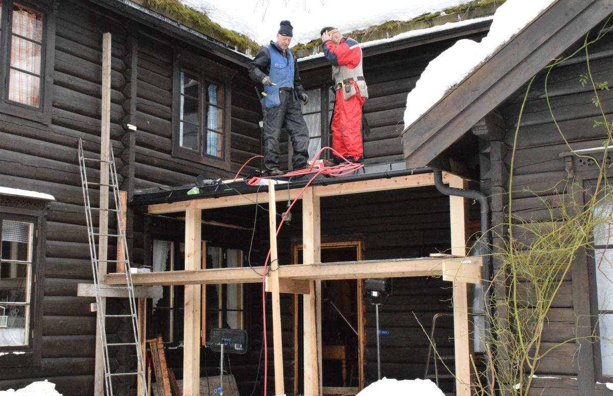 Her blir det overbygg over hovudinngangen på Todalshytta.  Foto: Jon Olav Ørsal