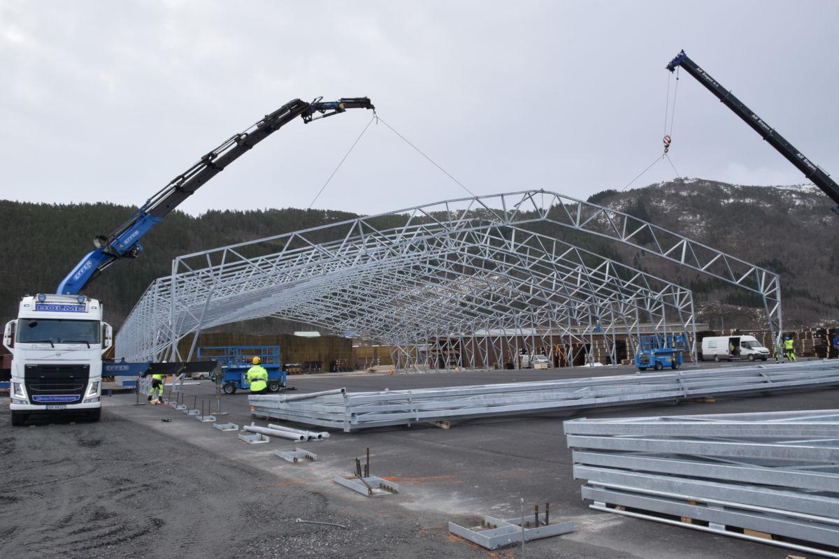 Ny lagerhall er snart på plass på Talgø MøreTre.  Foto: Jon Olav Ørsal