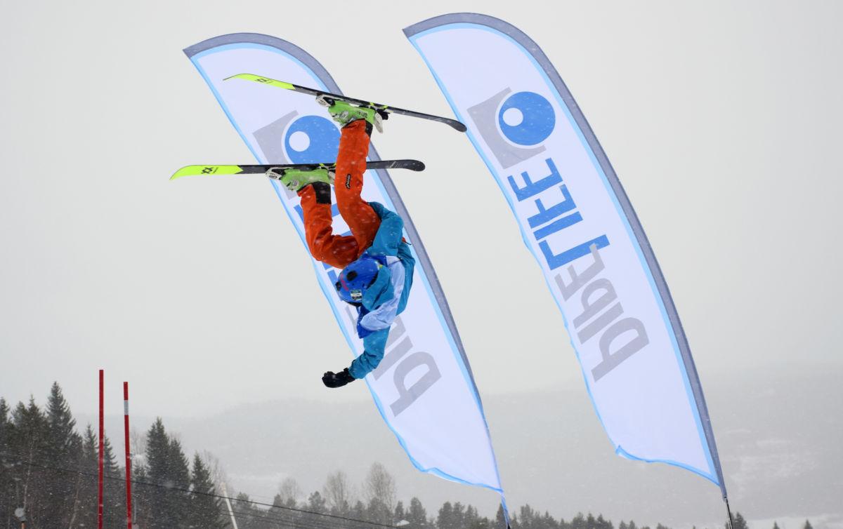 Vi let Isak Drøpping representere alle de dyktige skiløperne på framsida.  Foto JOØ