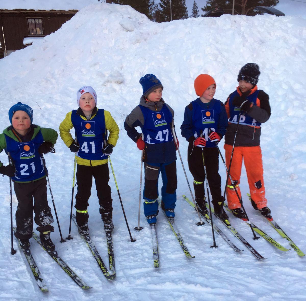 Kjekt på langrenn. Frå venstre: Anders, Fredrik, Nils Erik, Sivert, Trygve Aleksander. Foto: Trygve H