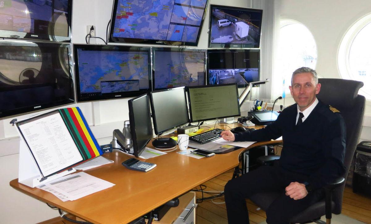 Svein Skomsøy er liande hamneinspektør og var på vakt den ettermiddagen og kvelden at dramatikken på Hustadvika stod på sitt høgste.  Foto: Jon Olav Ørsal
