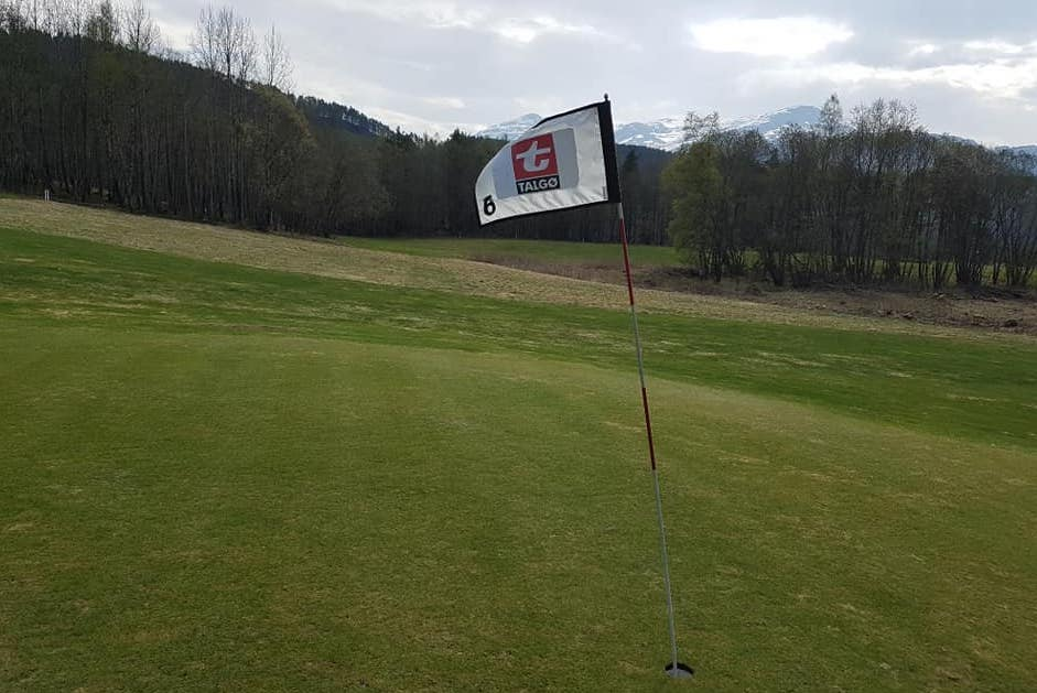 Sesongen er i gang med turnering og golfkurs