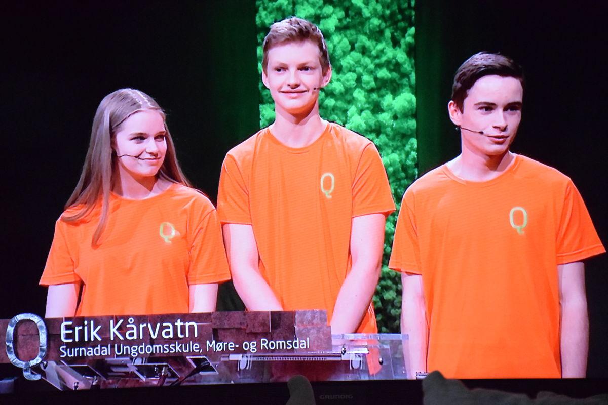 Imponerande innsats frå Synnøve Aukan Meisingset, Amund Pihl Strand og Erik Kårvatn som deltok frå Surnadal ungdomsskule.   Foto frå NRK1