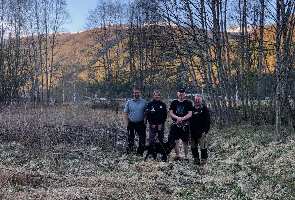 Prosjektgruppa på befaring i Gunnøyområdet. Fv Carsten Bohle, Elinor Bolme, Michal Heimlund og Ståle Ansnes.