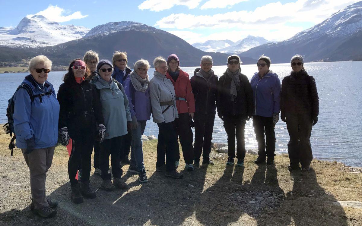 Fin dag! Sulå, Hamrane, Snøfjellet og Skjerdingfjellet i bakgrunnen. Foto: Dordi J H