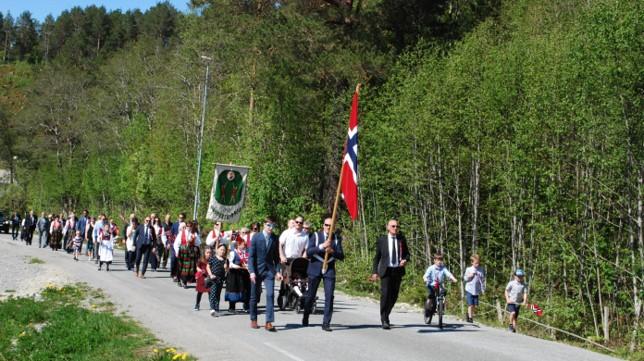 Folketoget på Nordvik.  foto: Sverre Kjølstad