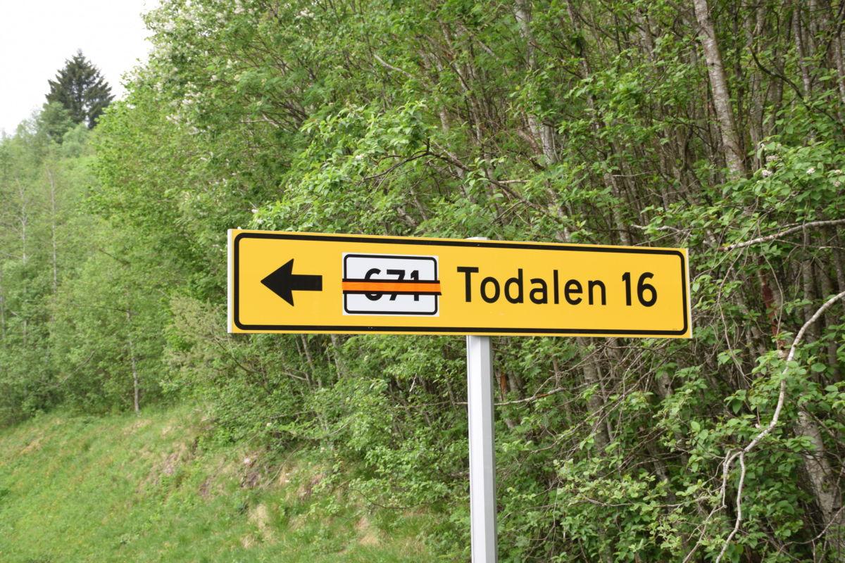 Vegnummeret er teipa over!  Foto: Jon Olav Ørsal