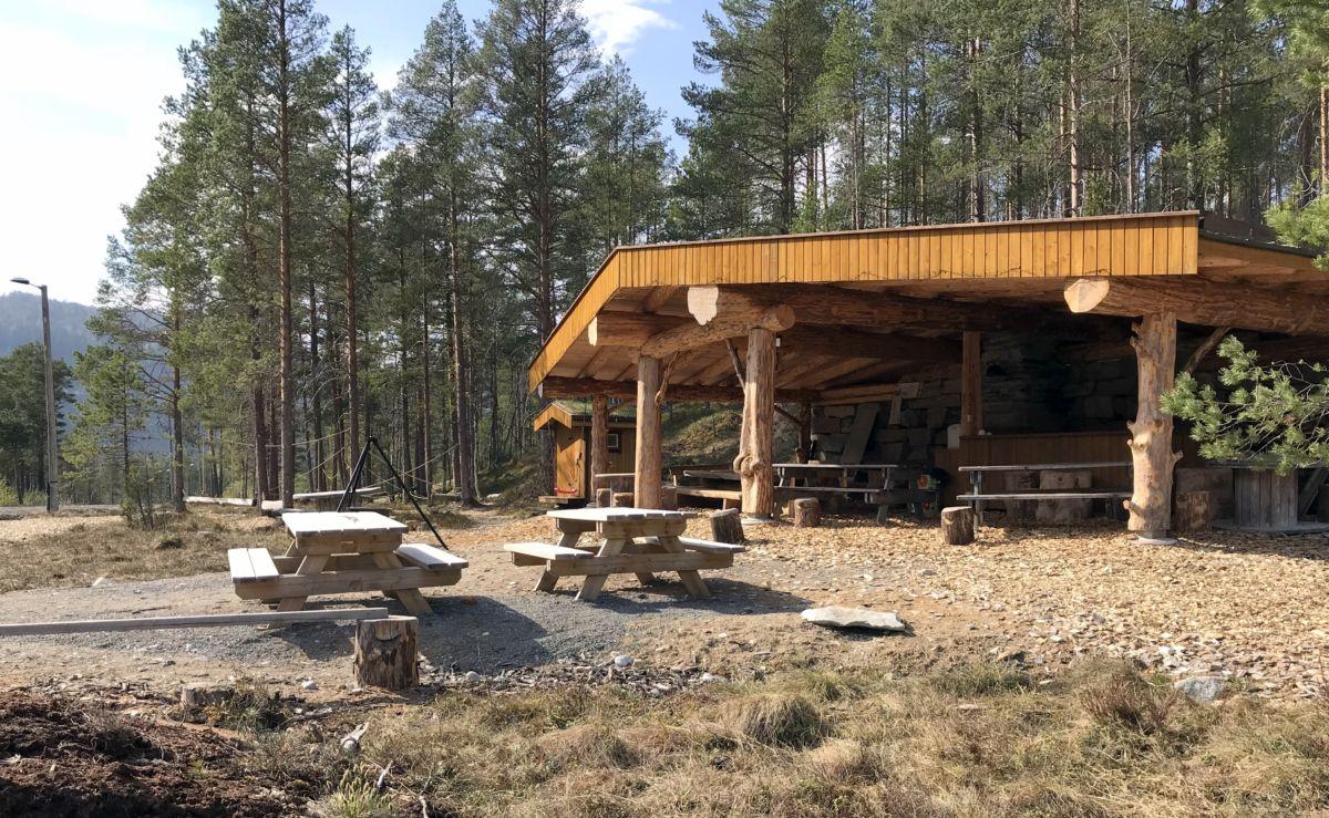 Gapahuken på Tjønnmyran. Foto: Dordi J H