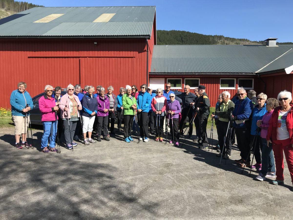 Stor deltagelse på turen til Årnes i dag.  Foto Wenche Kvendset