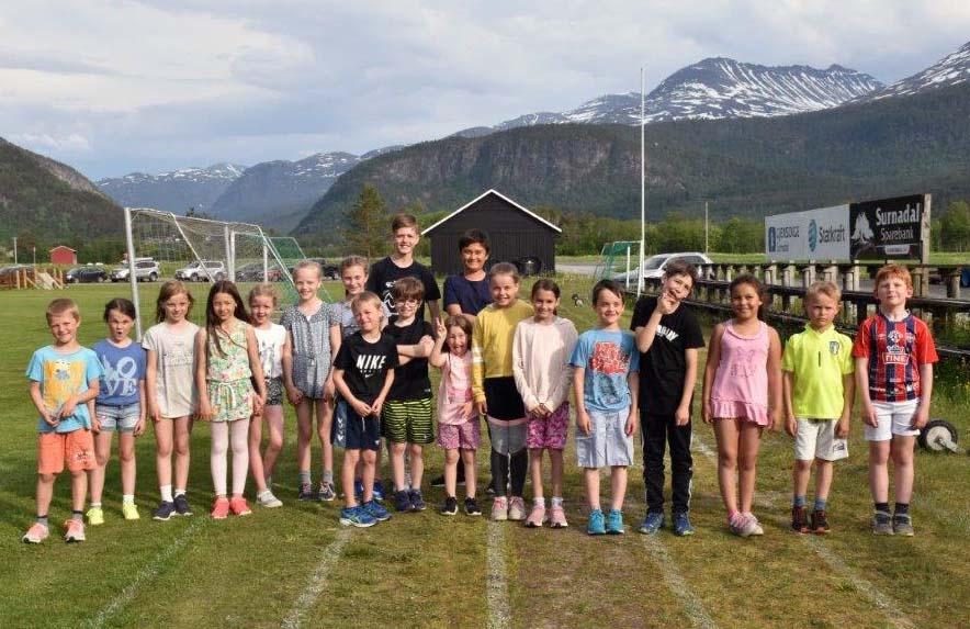 Heile gjengen samla på løparbanen - klar for 60 meter.  foto: Jon Olav Ørsal