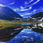 Virumkjærringa  speiler  seg  i  Kjærringvatnet