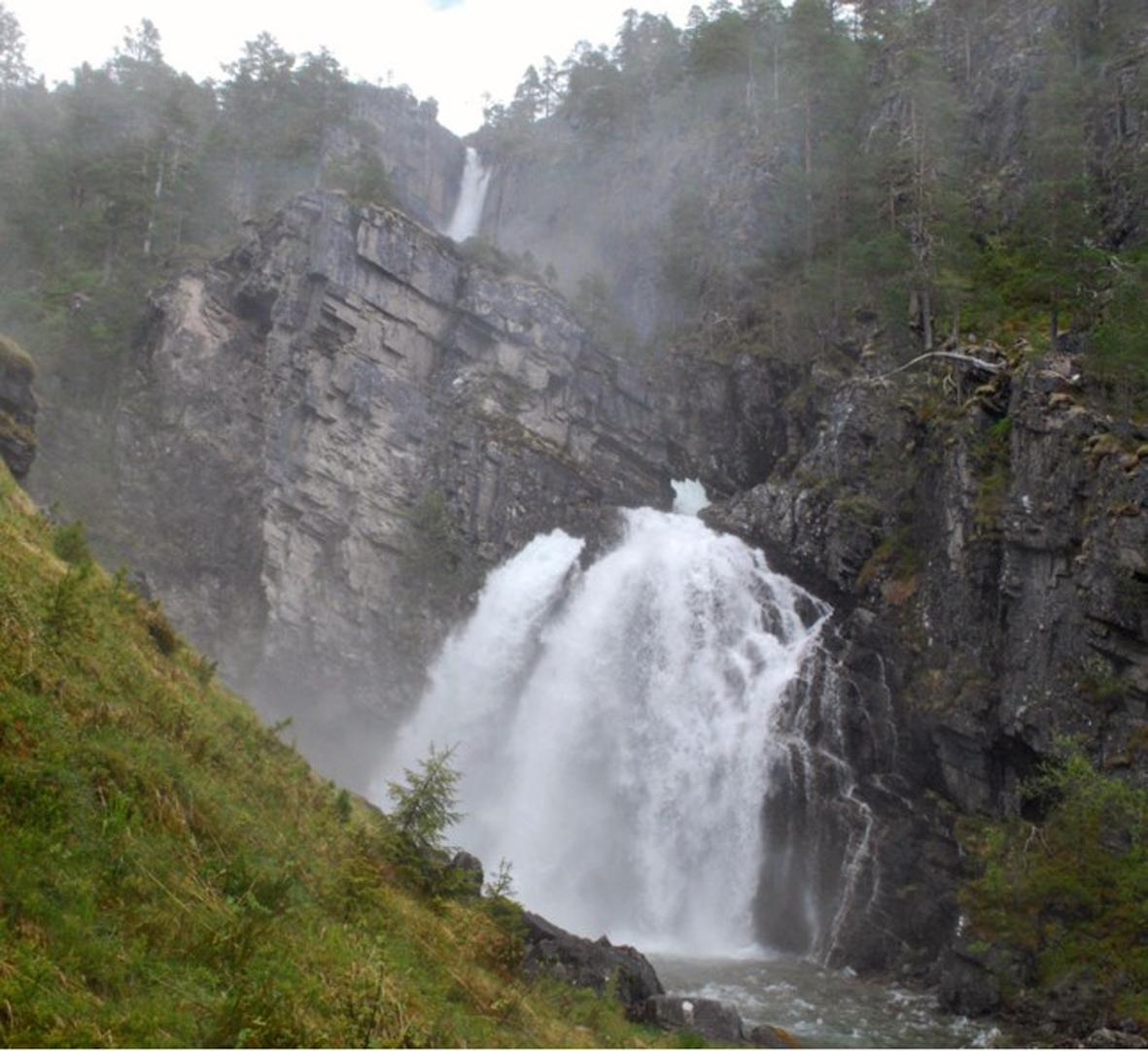 Nauståfossen - foto: Sverre Kjølstad