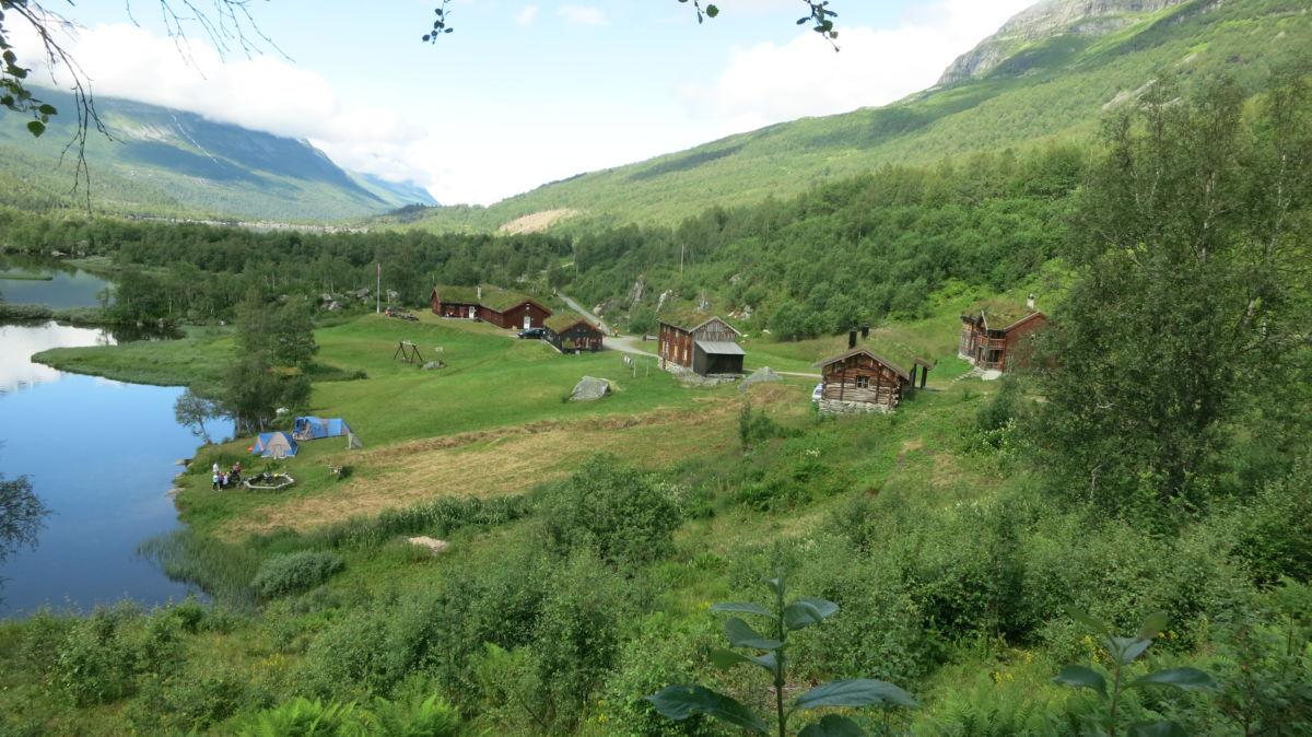 Innerdalen med Innerdalshytta.  Foto: Jon Olav Ørsal