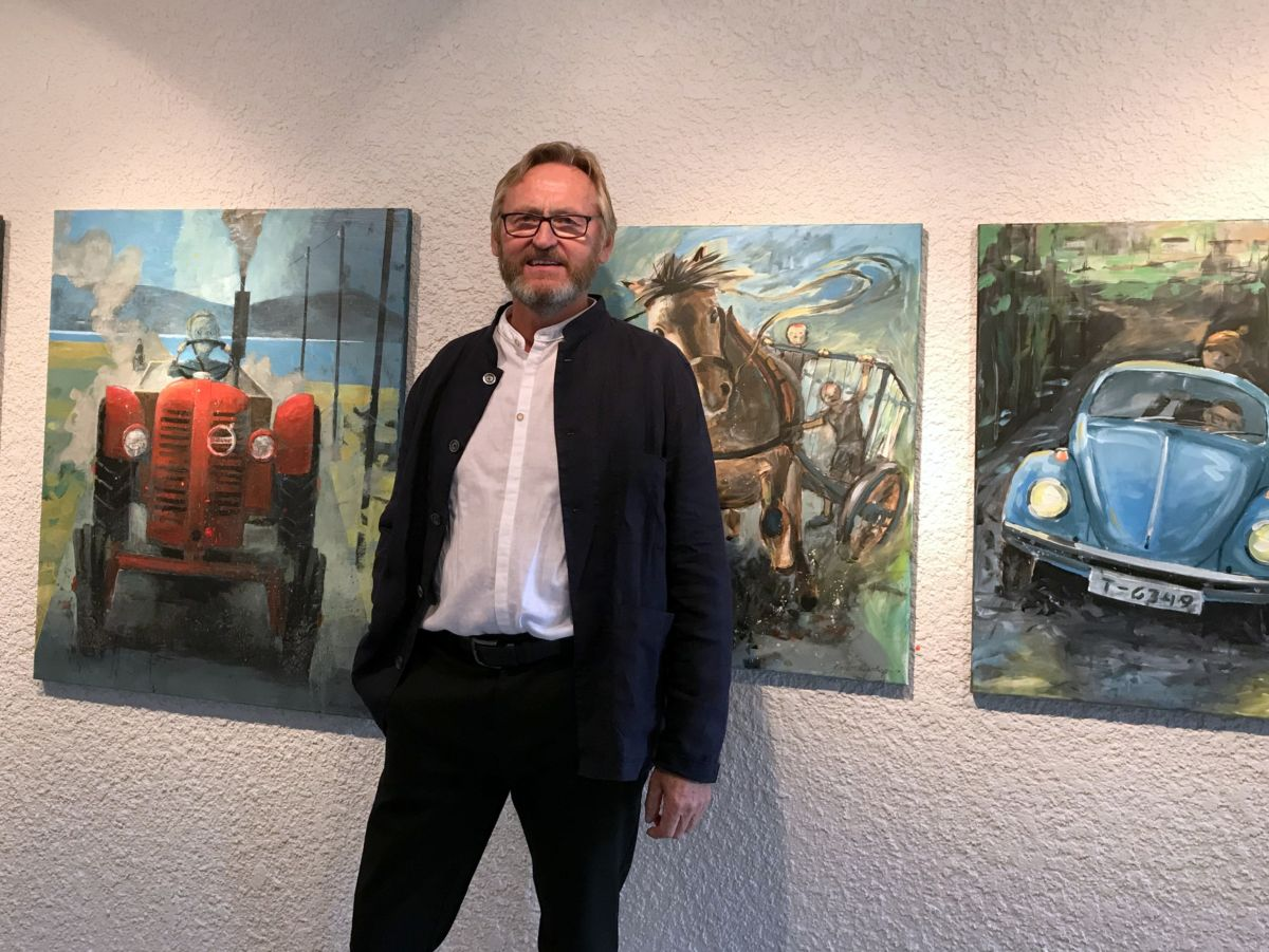 Kunstnar Bjarne Stenberg i Kallastuå. Foto: Dordi J H