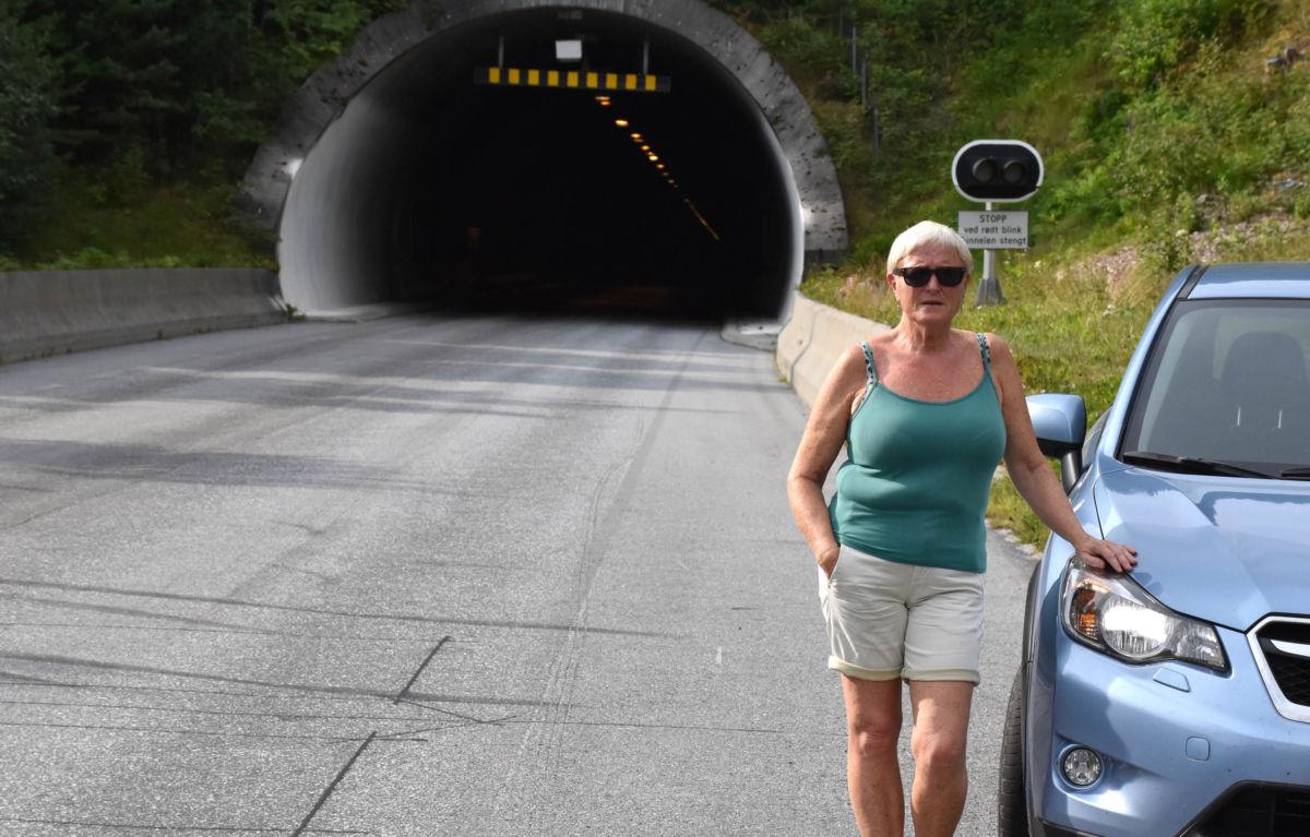 Syklistane i tunellen må skjerpe seg i bruken av lys og refleks, seier Solveig Glærum.  Foto: Jon Olav Ørsal