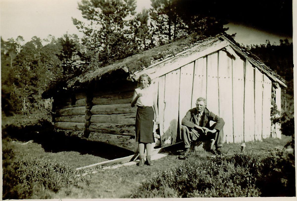 Lette og Sigurd Solem ved Øversætra Hamnes 1938.