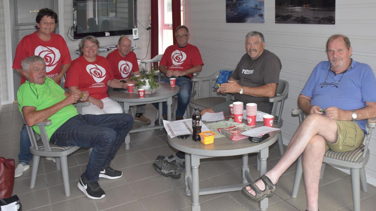 AP starta valkampen i Todalen i Kaffekroken.  Foto: Jon Olav Ørsal