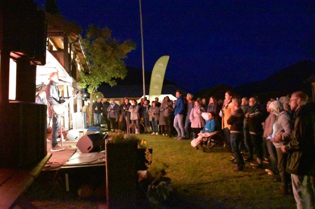Anders Jektvik fikk etter kvart god kontakt med publikum.  Foto: Jon Olav Ørsal
