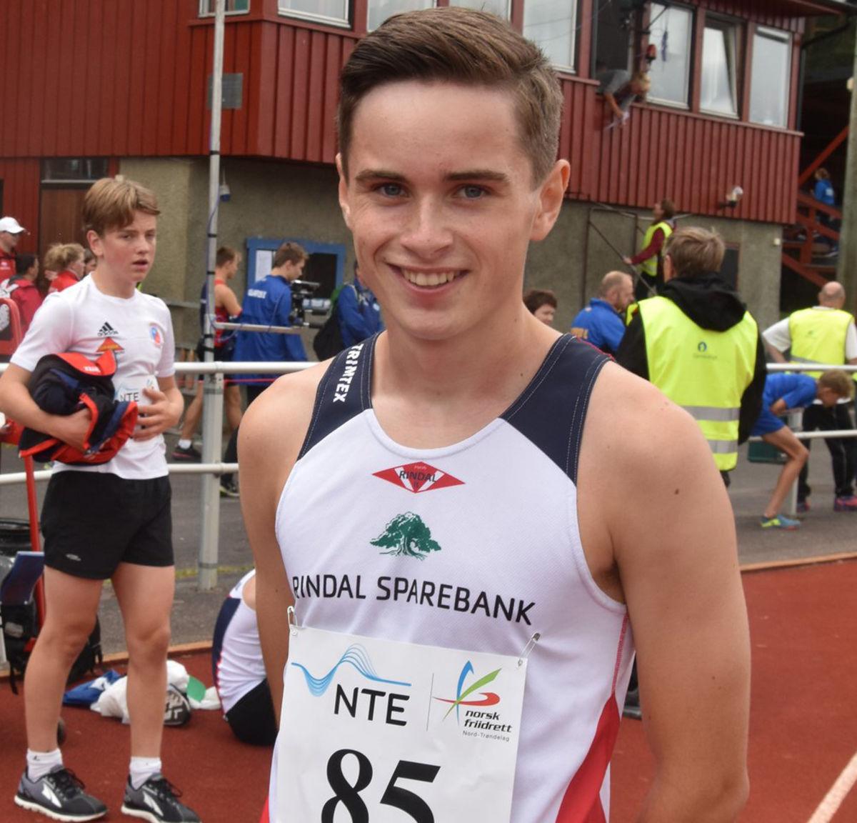 Erik Kårvatn vart midt-norsk mester i sin klasse på 800 m i Stjørdal i helga.  Foto: Rindal IL